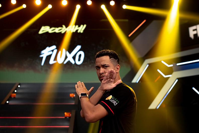 Free Fire: Fluxo revela que fac testou positivo para Covid-19 ao chegar em Singapura para o Mundial